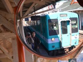 那智駅でローカル線を待つ Photo © Naonori Kohira