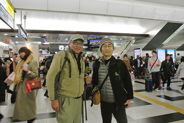 大阪駅に無事到着、そそくさとおでん屋に向かう Photo © Naonori Kohira