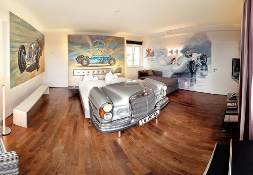 V8Hotel - die Mercedes Suite - pure Exklusivität im ehemaligen Flughafentower auf vier Etagen und 120qm mit eigener Sauna und Dachterrasse.