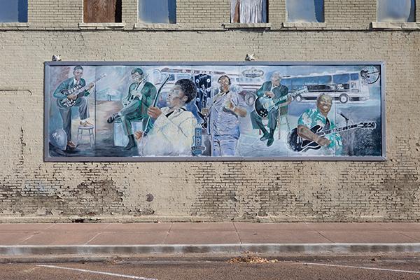 ミシシッピ州リーランドはブルースの町。B.B.キング他の壁画が見られるPhoto © Yoshifumi Kawabata
