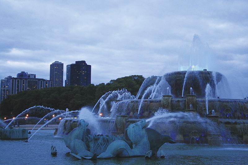 夕暮れのバッキンガム噴水 Photo © Mirei Sato
