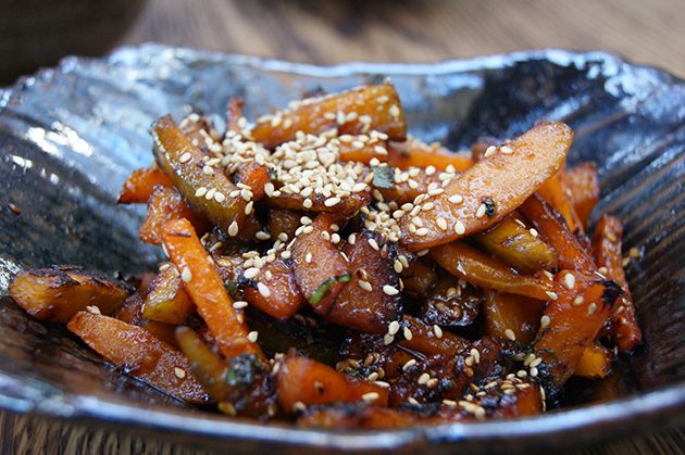 Kabocha & Butternut Squash, wood oven roasted, sesame chili paste (提供写真)