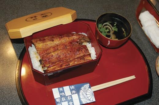 あ〜おいしそう。日本でなければ食べられない味 Photo © Mirei Sato