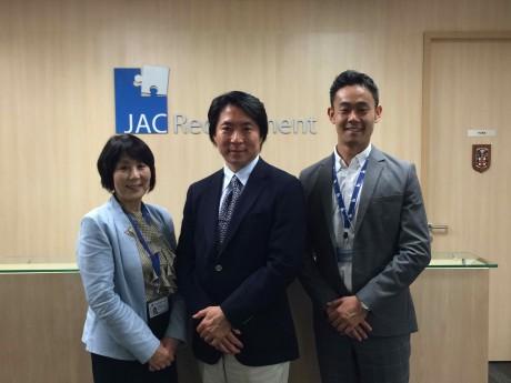 右から、JAC今野マネジャー、マックスコンサルティング名倉社長、JAC藤田ディレクター