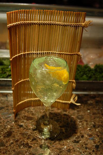 ジェリー酒カクテル「Fuji Apple Fiz」。ペアー、アップル、オレンジ、ピーチ味のスパークリング・ジェリー酒、クラブソーダ Photo © Mirei Sato