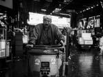 ターレットを運転する市場人 Photo © Nobutoshi Mizushima