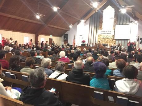 1月14日、ガーデナで開かれた「敬老を守る会」の集会。約300人が集まった Photo © Mirei Sato