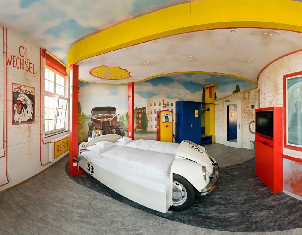 Themenzimmer Tankstelle, V8 Hotel im Meilenwerk Stuttgart