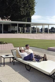 1981年の大みそか、パティオでくつろぐレーガン大統領夫妻 Official White House Photo