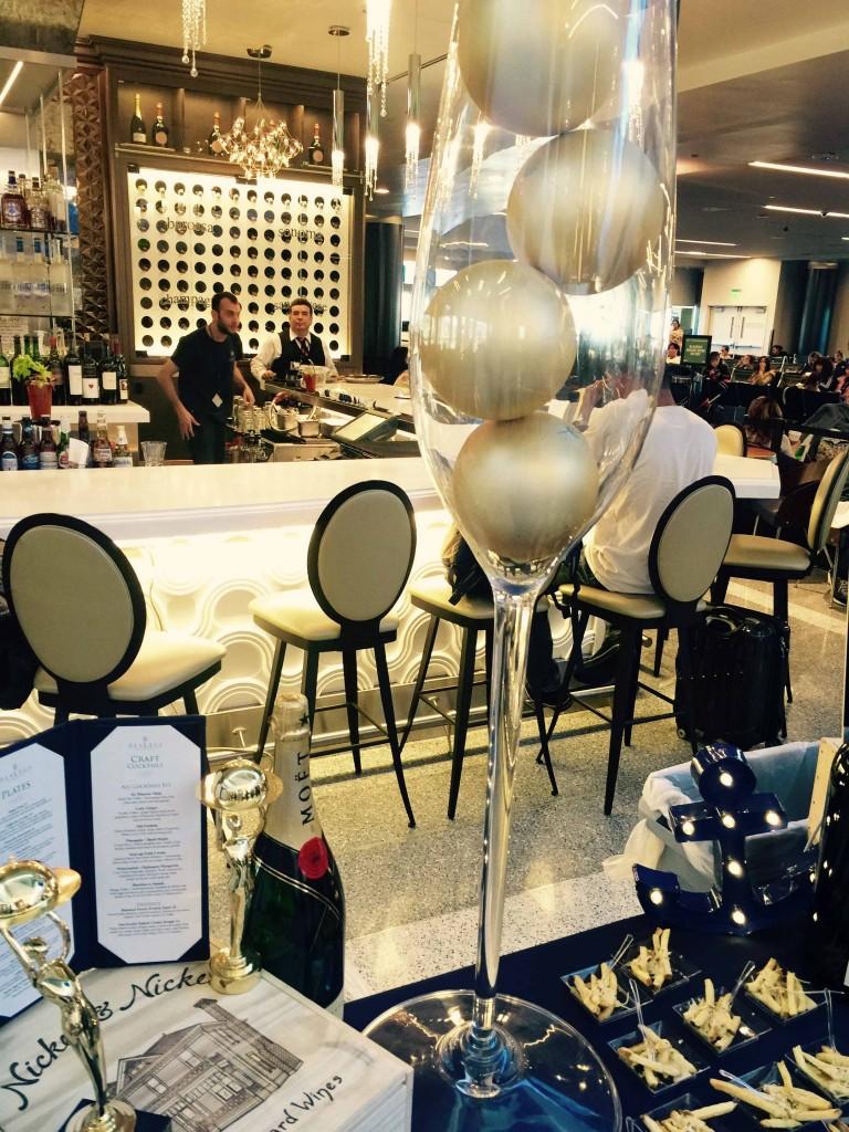 グランドオープニングを祝う「SeaLegs Wine Bar」の飾り付け Photo © Mirei Sato