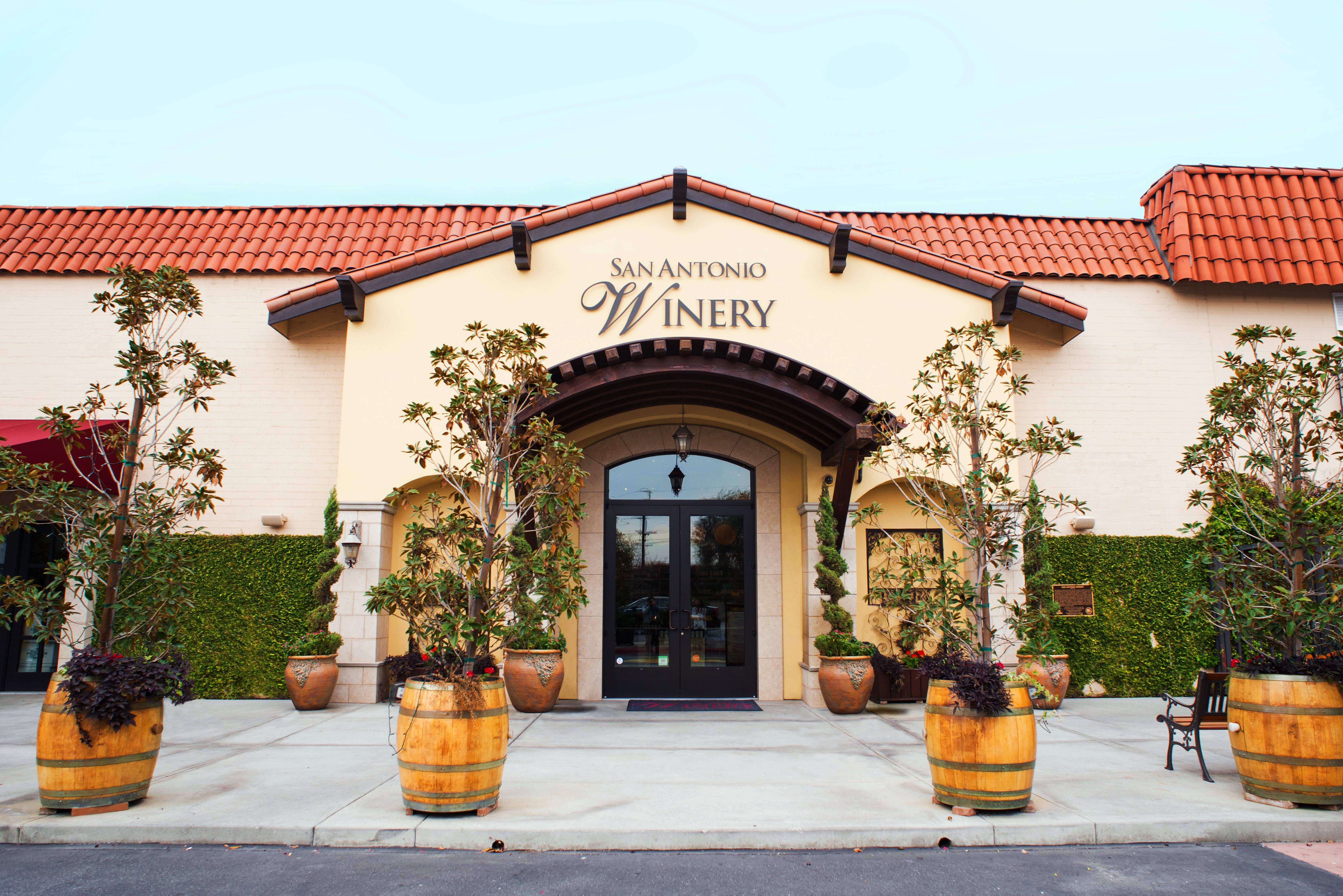 サンアントニオ・ワイナリーの入り口。建物すべてがロサンゼルスの歴史的建造物に認定されている Courtesy of San Antonio Winery