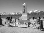 マンザナー強制収容所の跡地にたつ慰霊塔 Photo © Mirei Sato