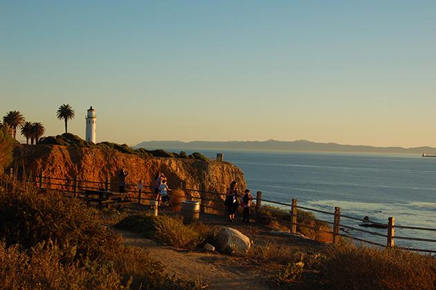 陸から観察するのに最高の、ビセンテ岬 Photo © Mirei Sato