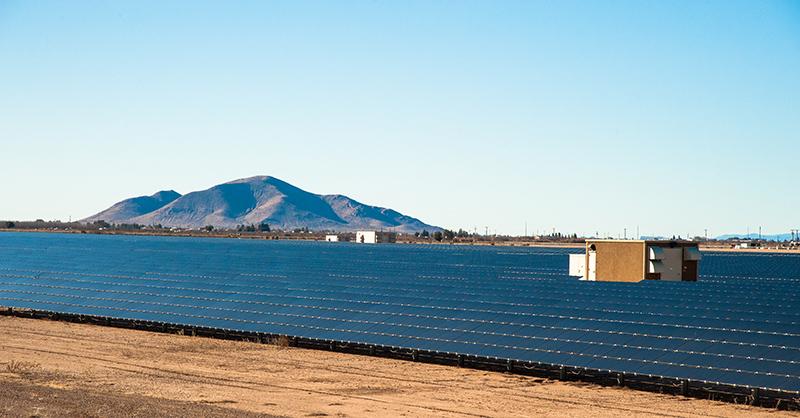 ニューメキシコ南部、デミング近郊のソーラーファーム Photo © Nobutoshi Mizushima