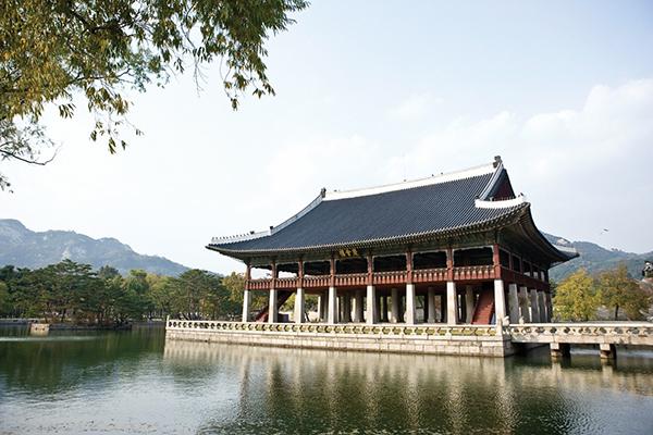 接待や宴に使われた慶会楼は、韓国最大の木造建築© Korea Tourism Organization
