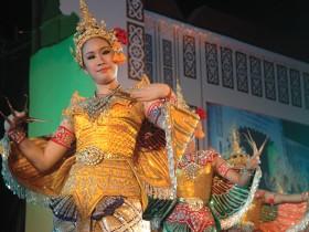 魅惑的な、タイ伝統舞踊Photo © Mirei Sato