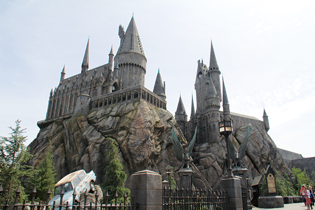 パーク内にそびえるホグワーツ城内は『Harry Potter and the Forbidden Journey』 © Kazuki Hirata / Hollywood News Wire Inc
