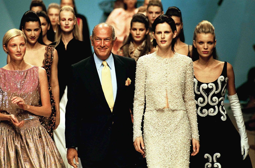 1999年7月、パリで開かれた「Balmain Haute Couture Fall/winter 1999 - 2000 Fashion show」で Photo by Victor VIRGILE/Gamma-Rapho via Getty Images