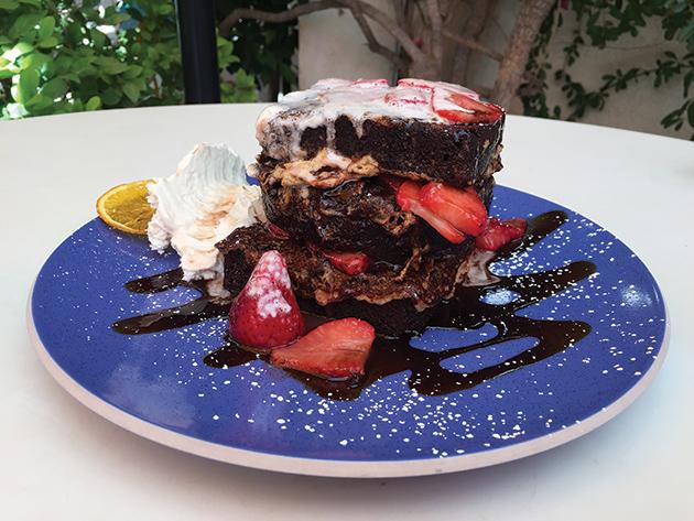 「Parker」内のレストラン「Norma's」の名物、フレンチトースト。ストロベリー、ピスタチオ、チョコレートソースがたっぷり Photo © Mirei Sato
