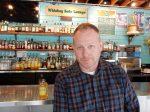 タイ料理とウィスキーを楽しめる店「ウィスキー・ソーダ・ラウンジ」にてアンディ・リッカーさんPhoto © Michiko Ono Amsden