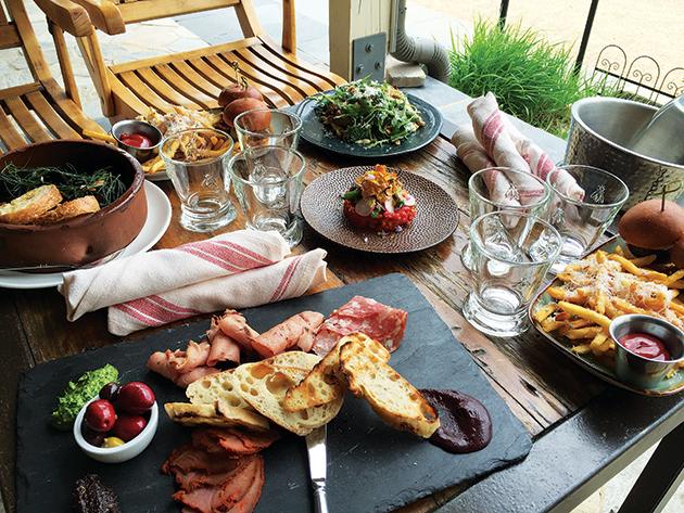 彩りも楽しい、ワイナリー「Pippin Hill」の食事 Photo © Mirei Sato