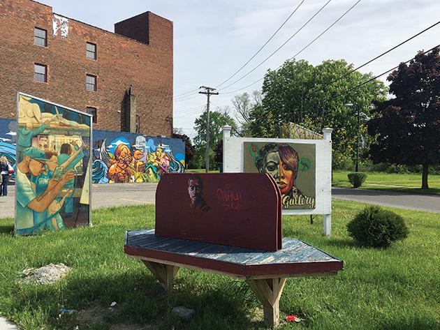 グランドリバー・アベニュー沿いのアート。まるで屋外ギャラリーだ Photo © Mirei Sato