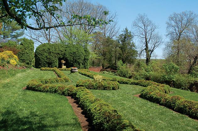 バージニア州北部で最大規模の奴隷農園「Oatlands」の跡地。南北戦争前まではオーツ麦を栽培していた。今は花が咲き乱れる庭園で、結婚式もよく行われる Photo © Mirei Sato