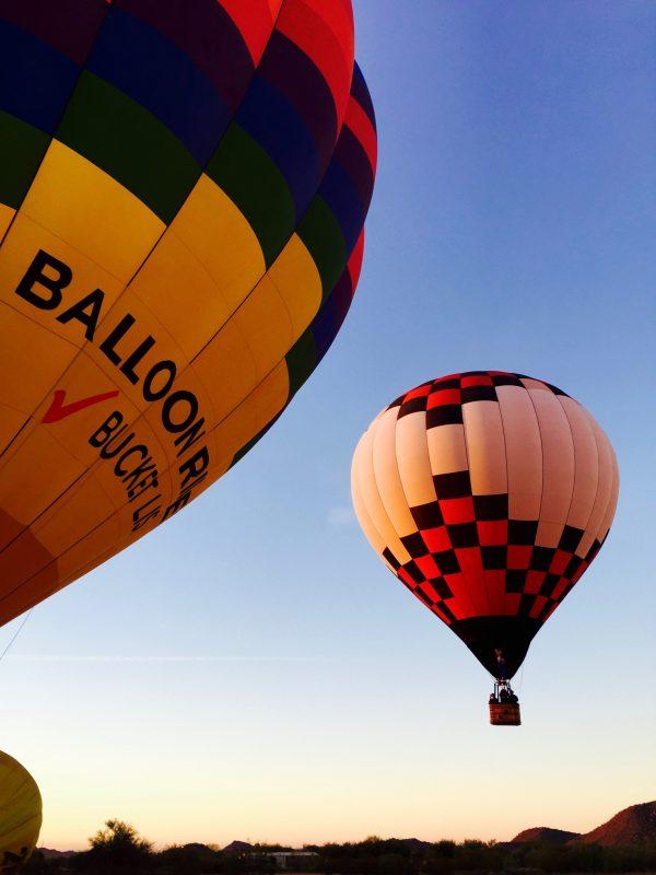 朝焼けの中、上昇する熱気球Photo © Mirei Sato