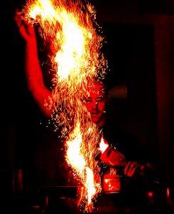 「La Hacienda」のテキーラの炎の演出。ナイトキャップに利用したいPhoto © Mirei Sato