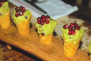 ザクロとワカモーレを使ったタコーネ=「Mateo's Cocina Latina」Photo © Mirei Sato