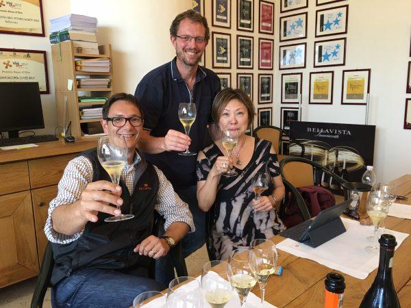 ベラヴィスタ の醸造責任者たちと試飲Photo © Yuki Saito
