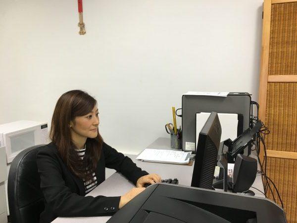 翻訳の修士号と日本翻訳協会の検定資格を持つ中川さん ©Babel University