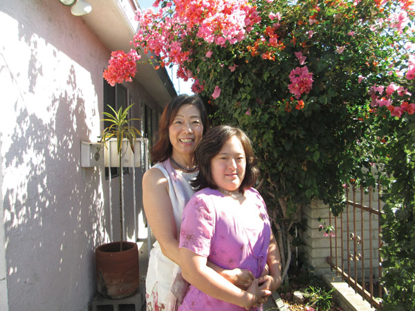 強い絆で結ばれているエレナさんと広美さん(左)。広美さんも番組に出演中Photo © Keiko Fukuda