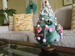 布でできたクリスマスツリーPhoto © Chizuko Higuchi