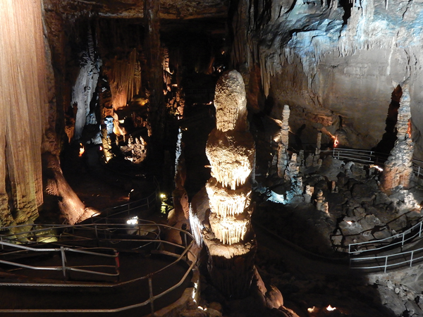 全米一長い鍾乳洞壁