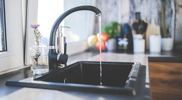 Water kitchen black design 600x330