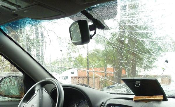 車のフロントガラスの修理