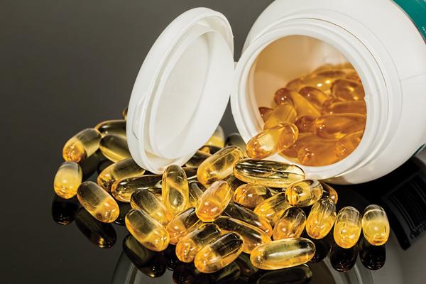 健康特集 箱からこぼれる薬