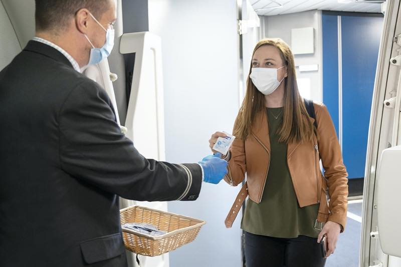 United CleanPlus _ Passenger wearing a mask